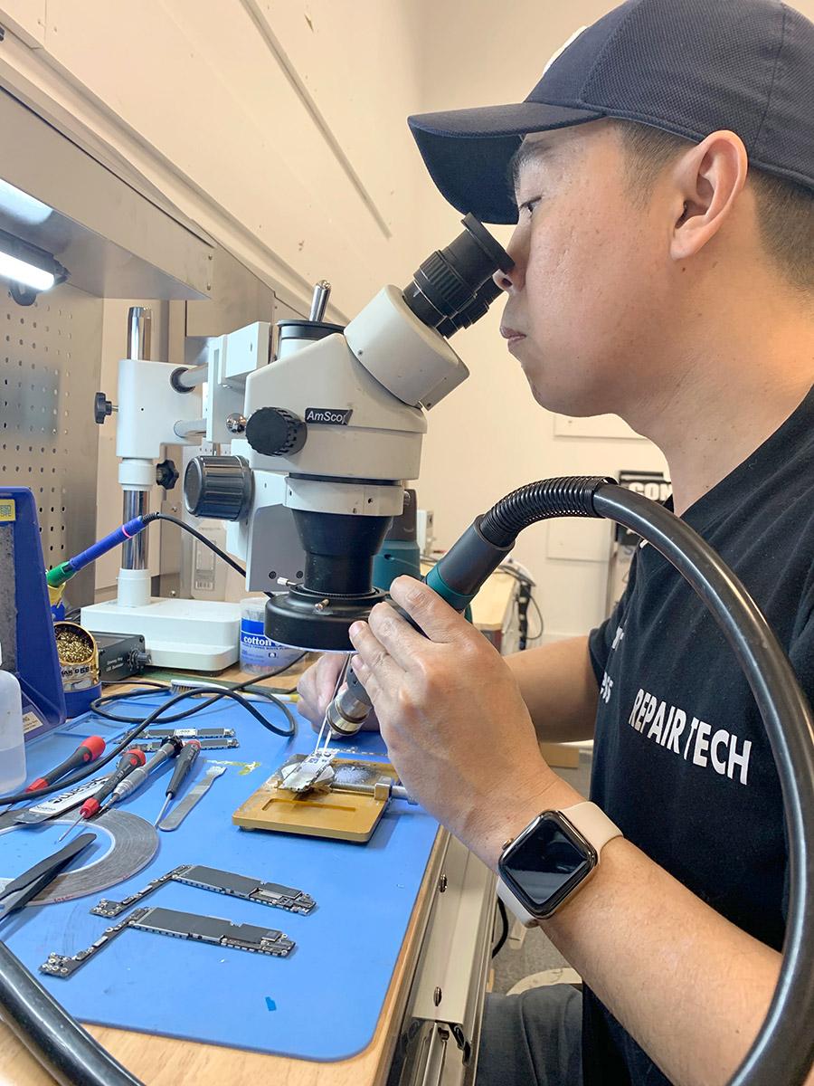 Microsoldering at Repair Wireless